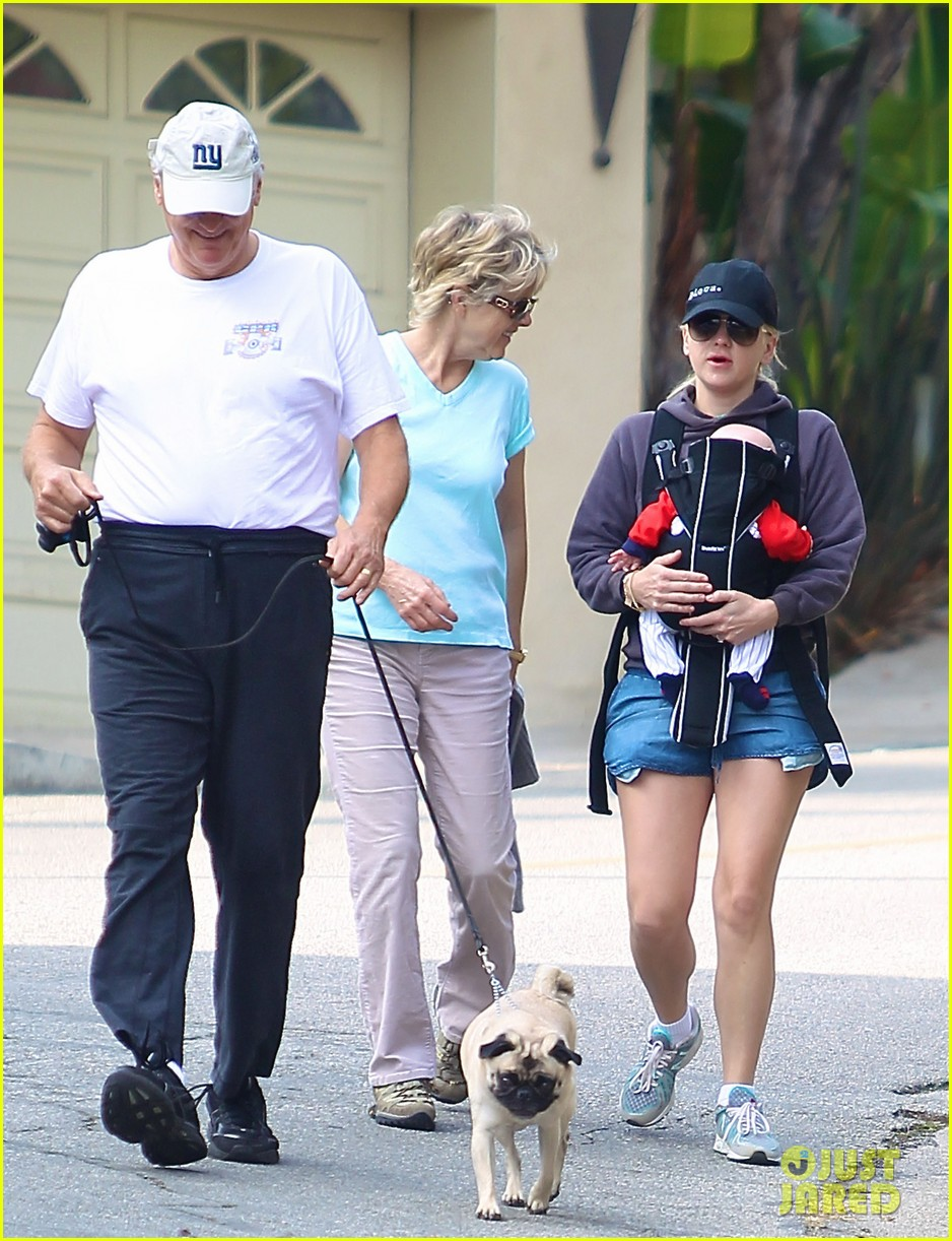 anna faris family walk with baby jack 062765618