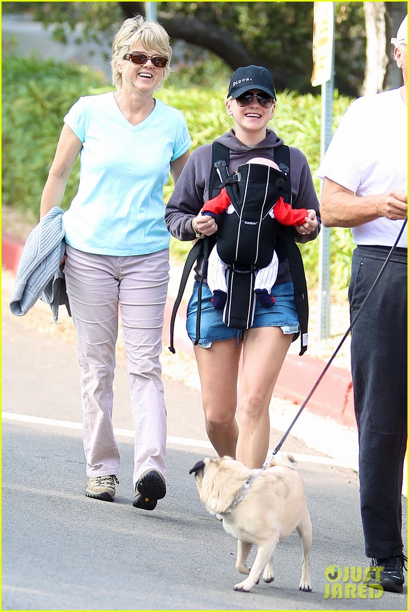 anna faris family walk with baby jack 092765621