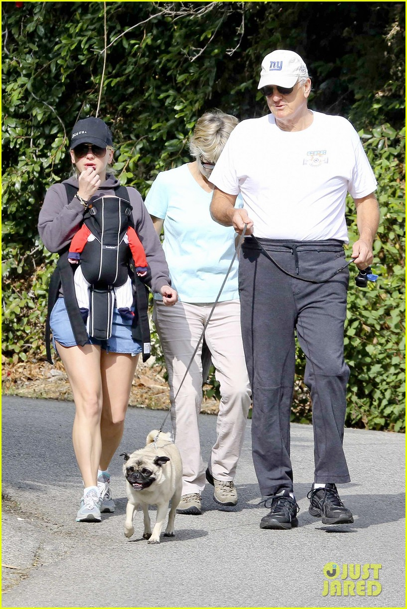 anna faris family walk with baby jack 142765626