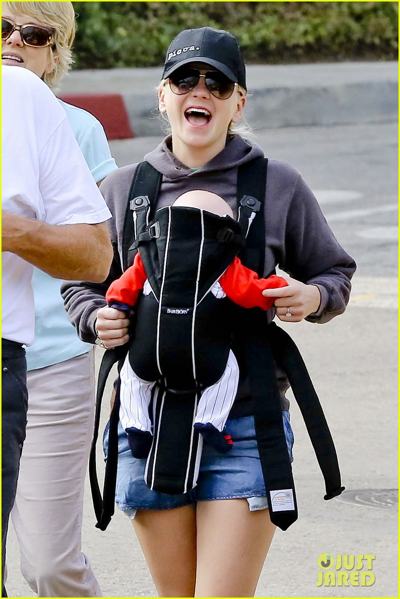 anna faris family walk with baby jack 152765627