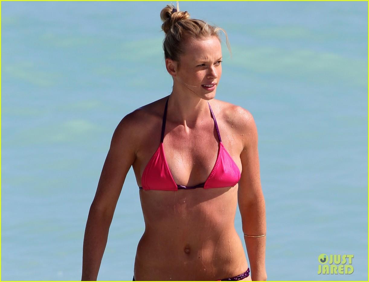 anne v bikini beach beauty 012762945