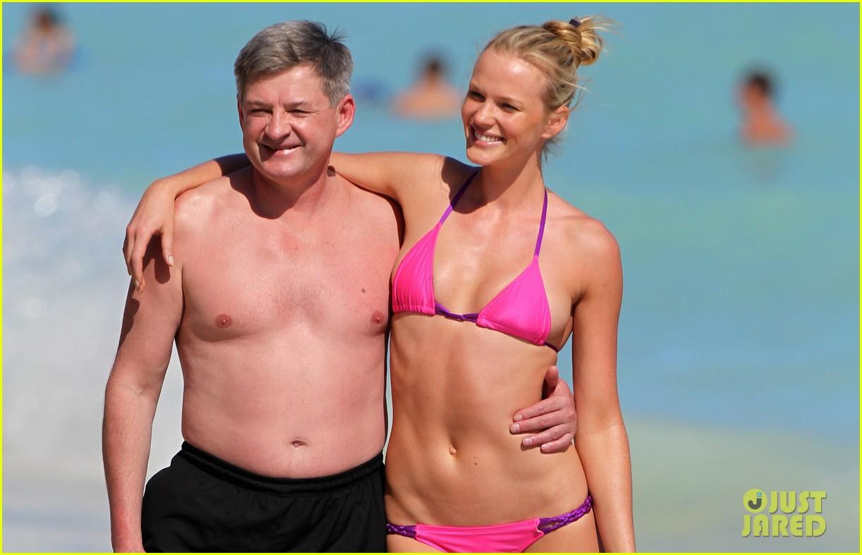 anne v bikini beach beauty 032762947