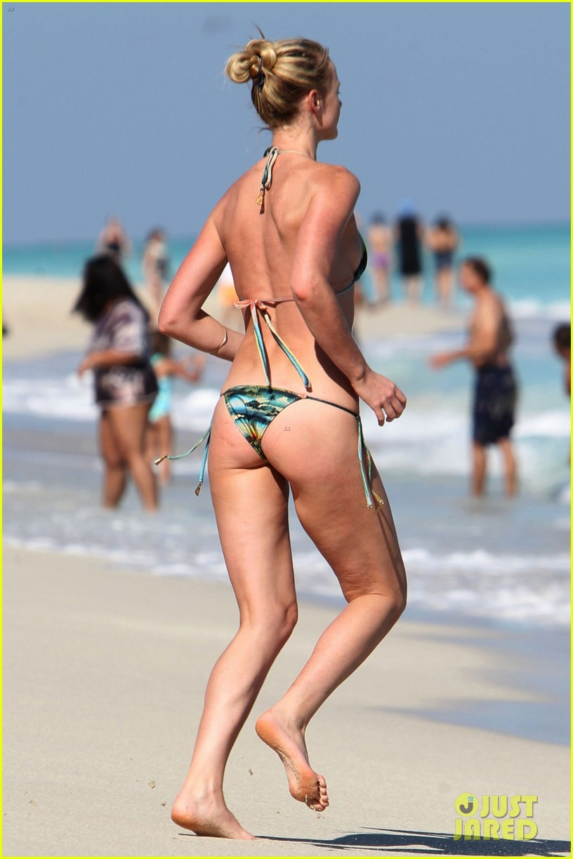 anne v dual bikinis in miami beach 05