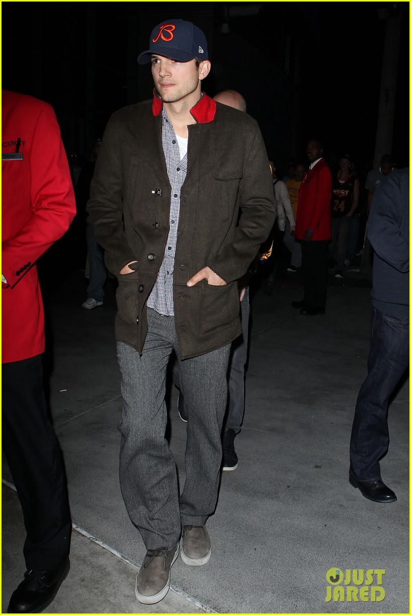 josh gad ashton kutcher will blow people away as steve jobs 012757443