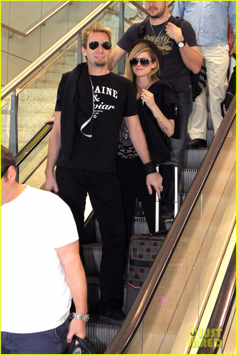 avril lavigne accompanies fiance chad kroeger on tour 062762821