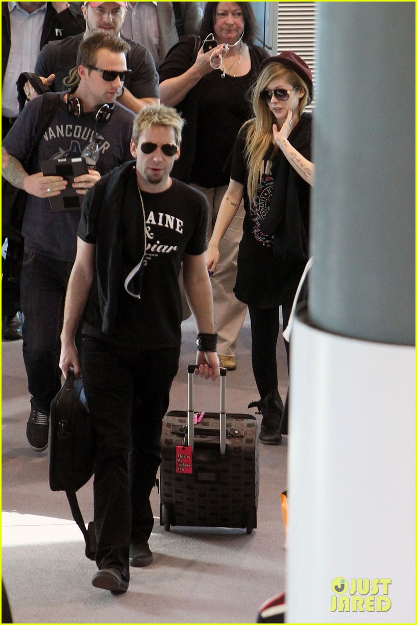 avril lavigne accompanies fiance chad kroeger on tour 07