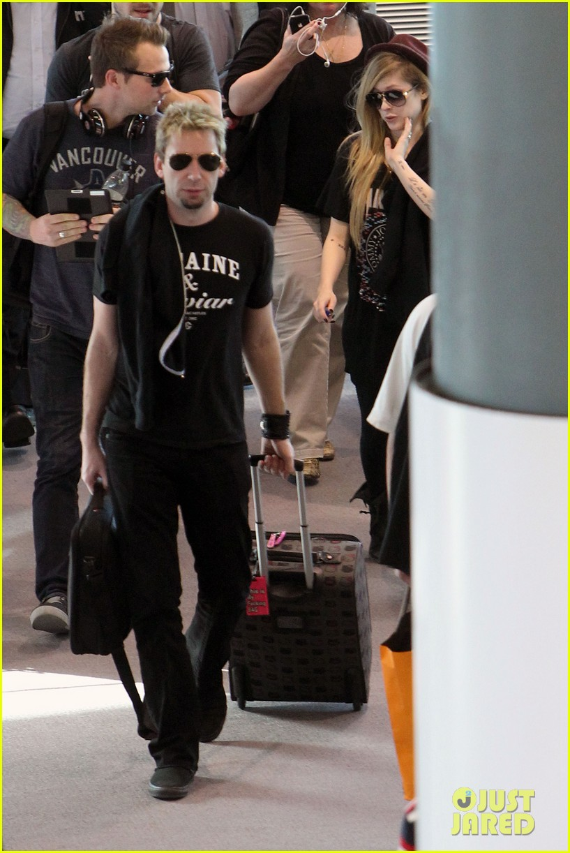 avril lavigne accompanies fiance chad kroeger on tour 082762823
