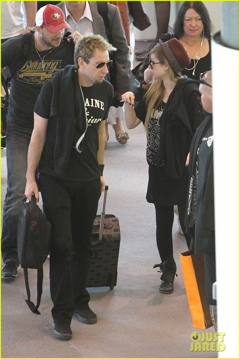 avril lavigne accompanies fiance chad kroeger on tour 102762825