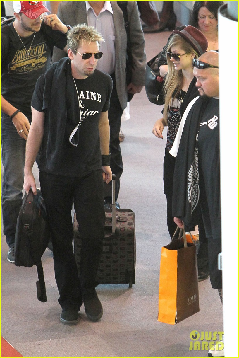 avril lavigne accompanies fiance chad kroeger on tour 122762827