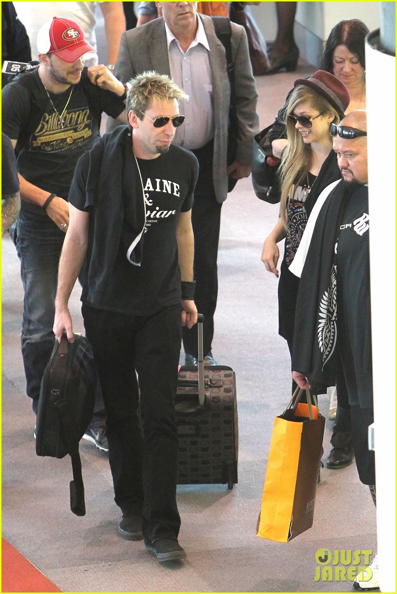 avril lavigne accompanies fiance chad kroeger on tour 132762828