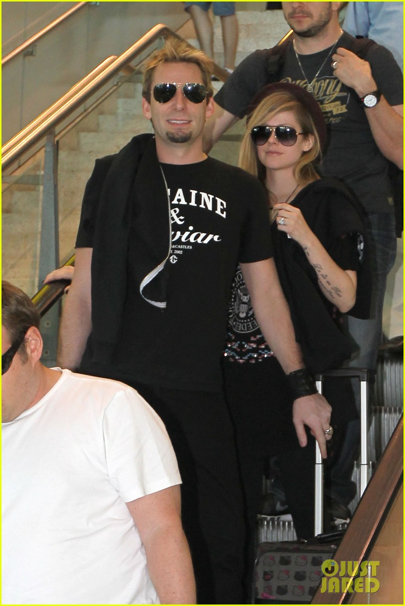 avril lavigne accompanies fiance chad kroeger on tour 252762840