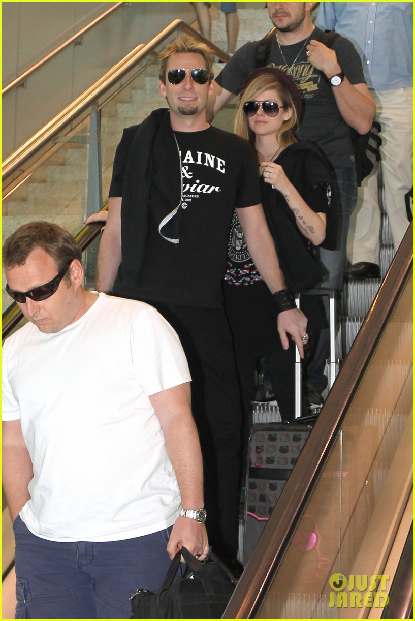 avril lavigne accompanies fiance chad kroeger on tour 262762841