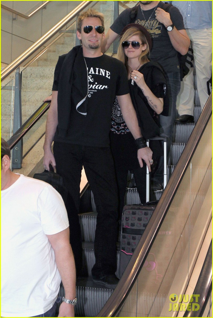 avril lavigne accompanies fiance chad kroeger on tour 272762842