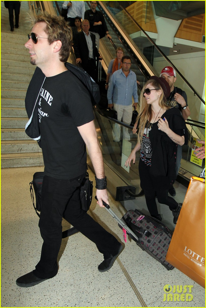 avril lavigne accompanies fiance chad kroeger on tour 282762843