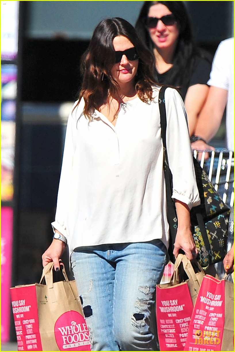drew barrymore appreciates whole foods with a hug 072751144
