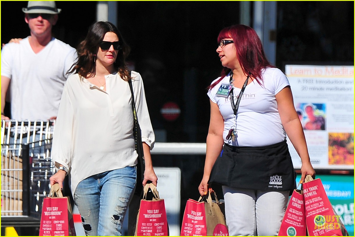 drew barrymore appreciates whole foods with a hug 122751149