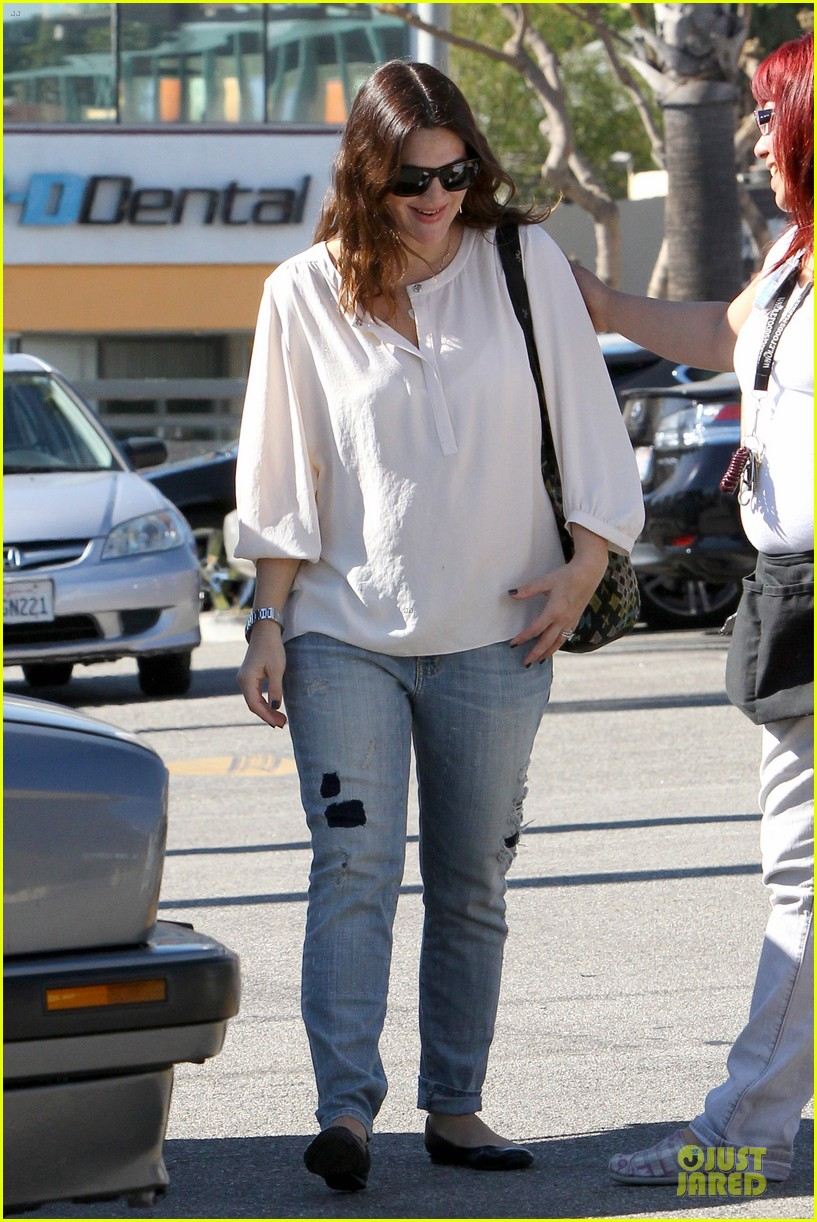 drew barrymore appreciates whole foods with a hug 132751150