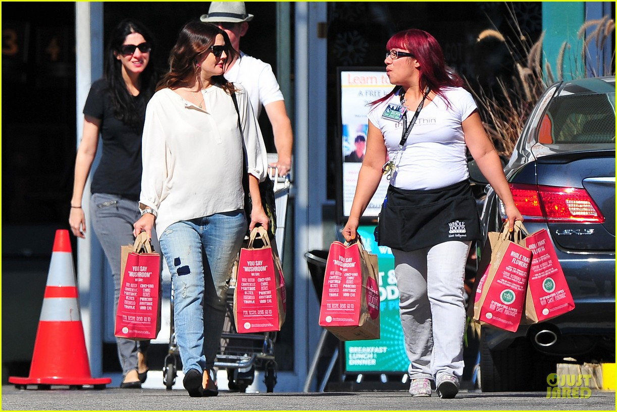 drew barrymore appreciates whole foods with a hug 142751151