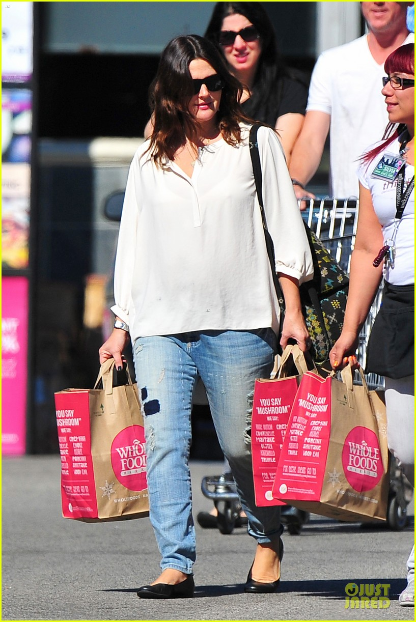 drew barrymore appreciates whole foods with a hug 162751153