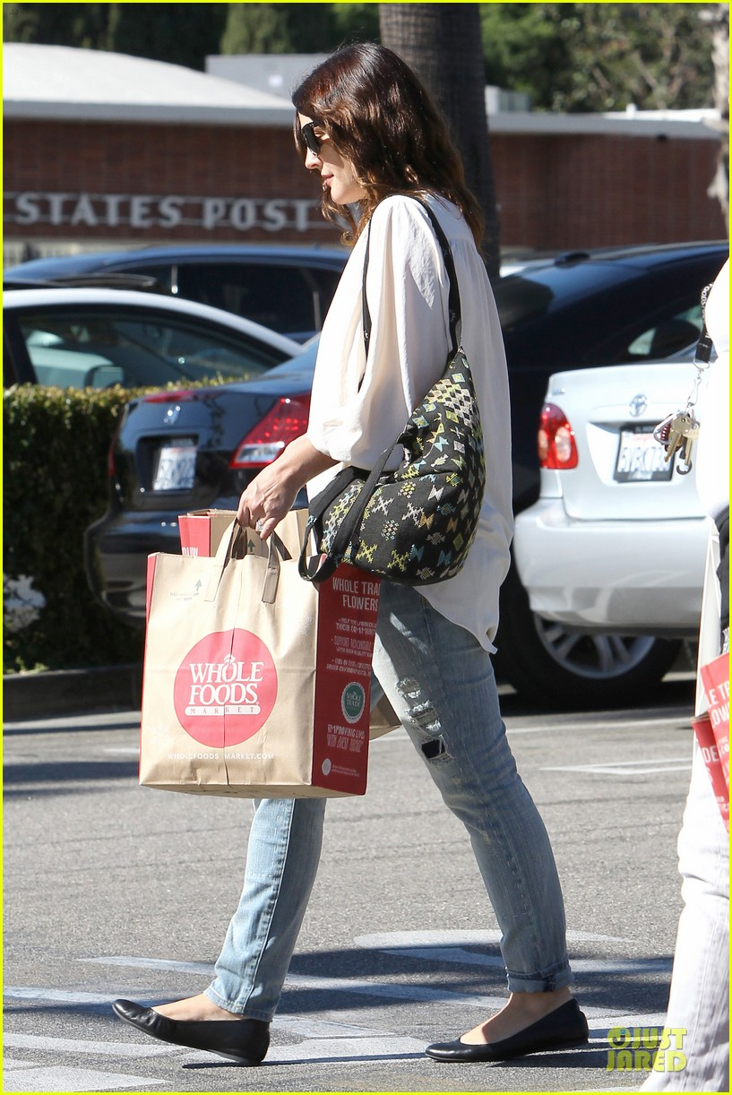 drew barrymore appreciates whole foods with a hug 182751155