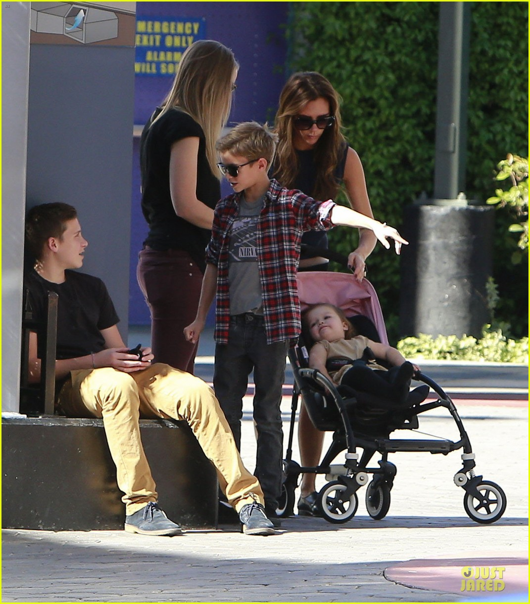 victoria beckham universal city walk with the kids 132751120