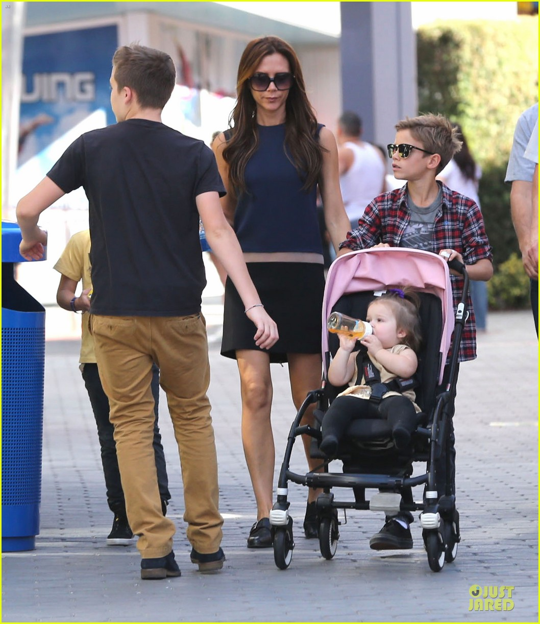 victoria beckham universal city walk with the kids 162751123