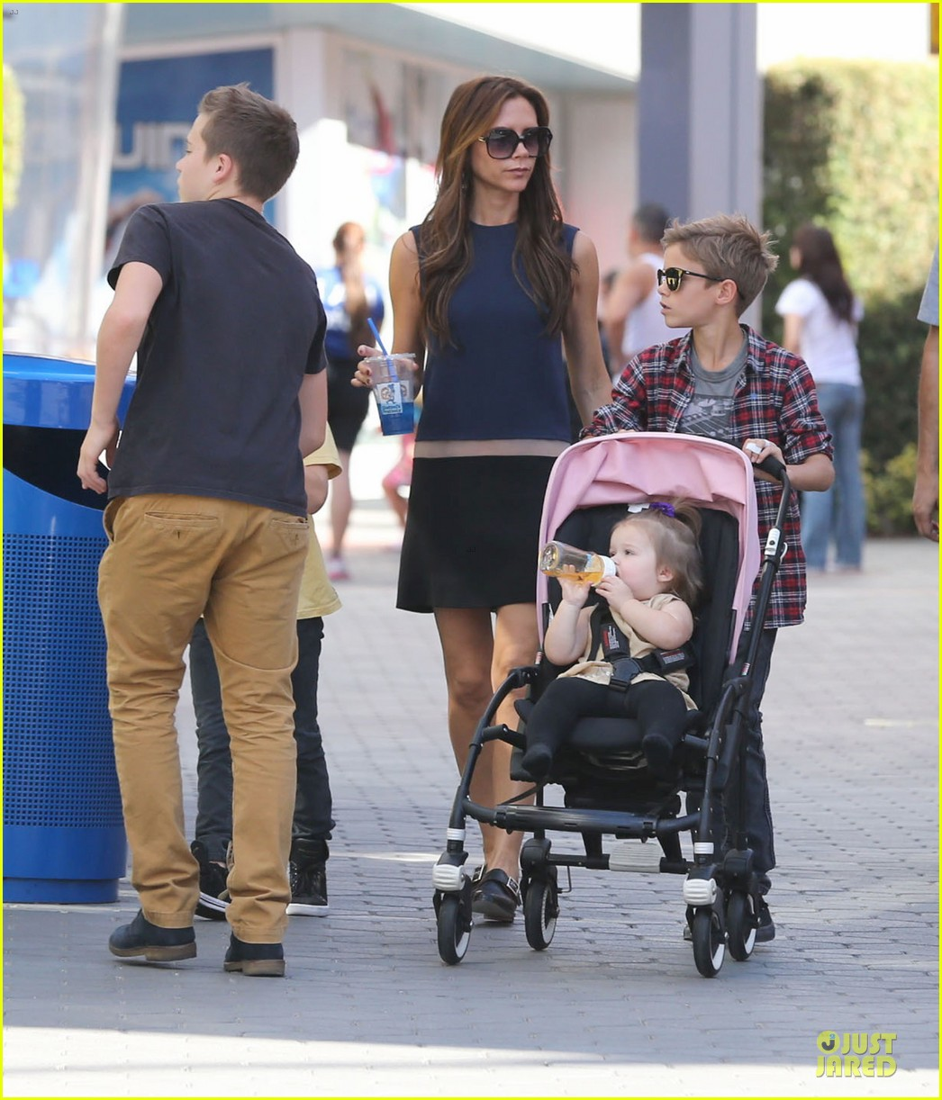 victoria beckham universal city walk with the kids 172751124