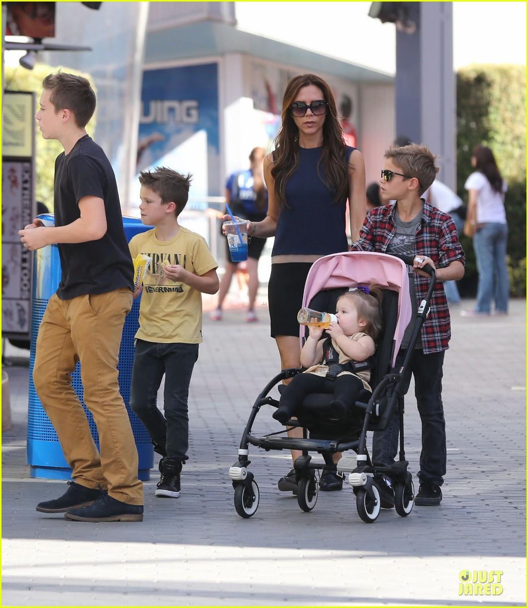 victoria beckham universal city walk with the kids 182751125