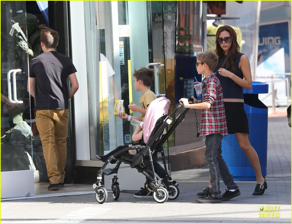victoria beckham universal city walk with the kids 202751127