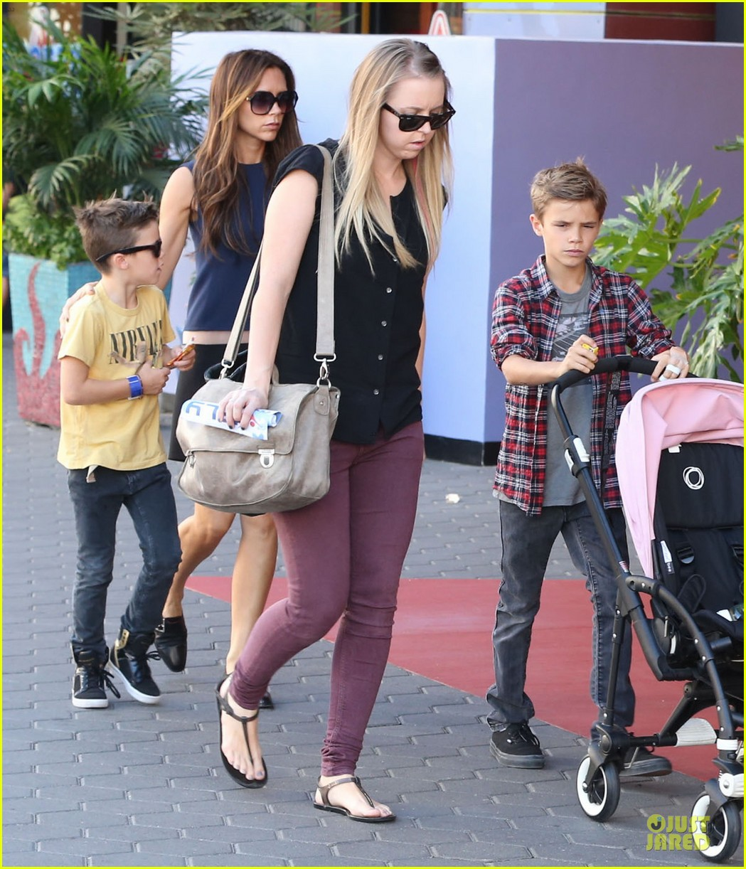 victoria beckham universal city walk with the kids 28
