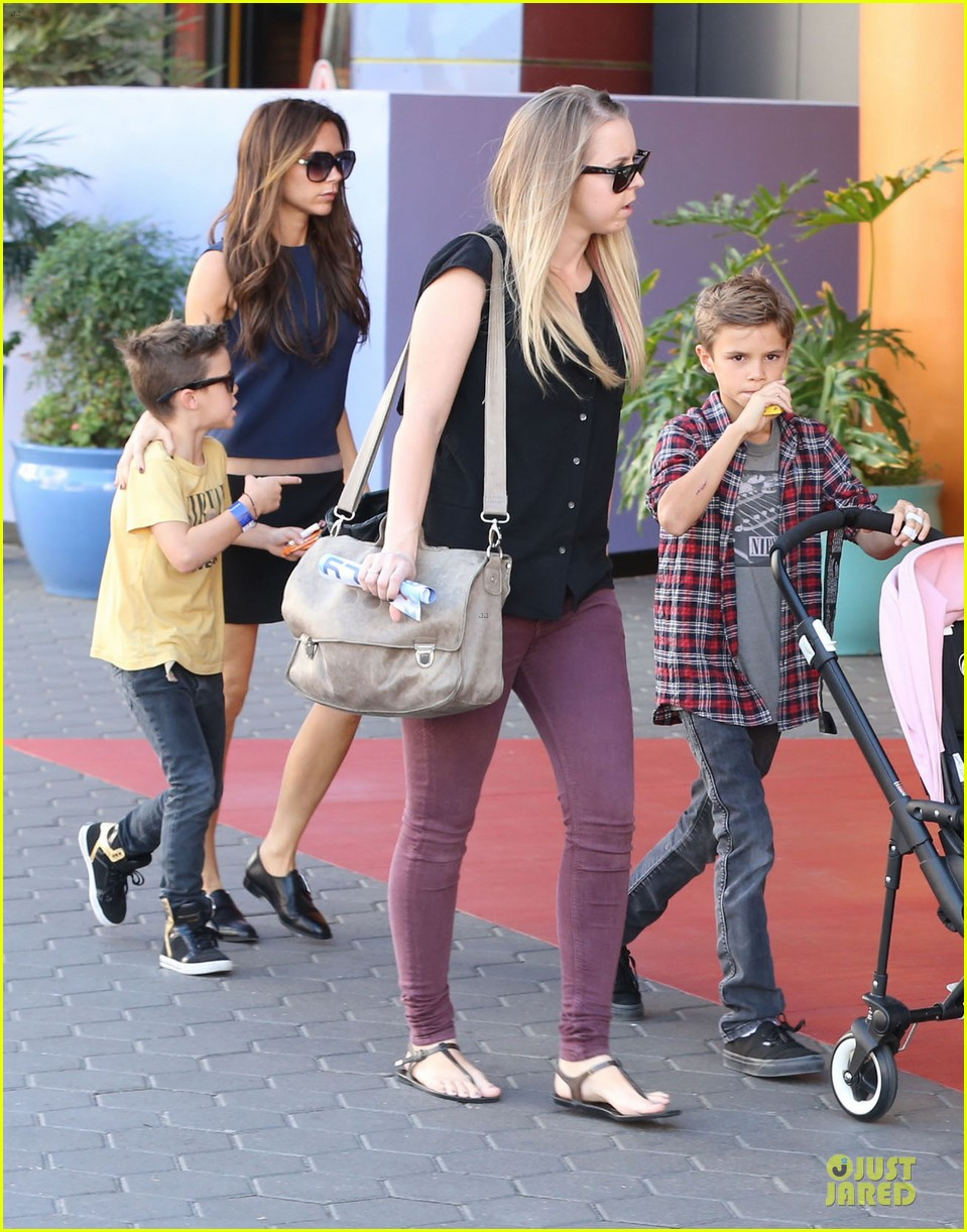 victoria beckham universal city walk with the kids 292751136