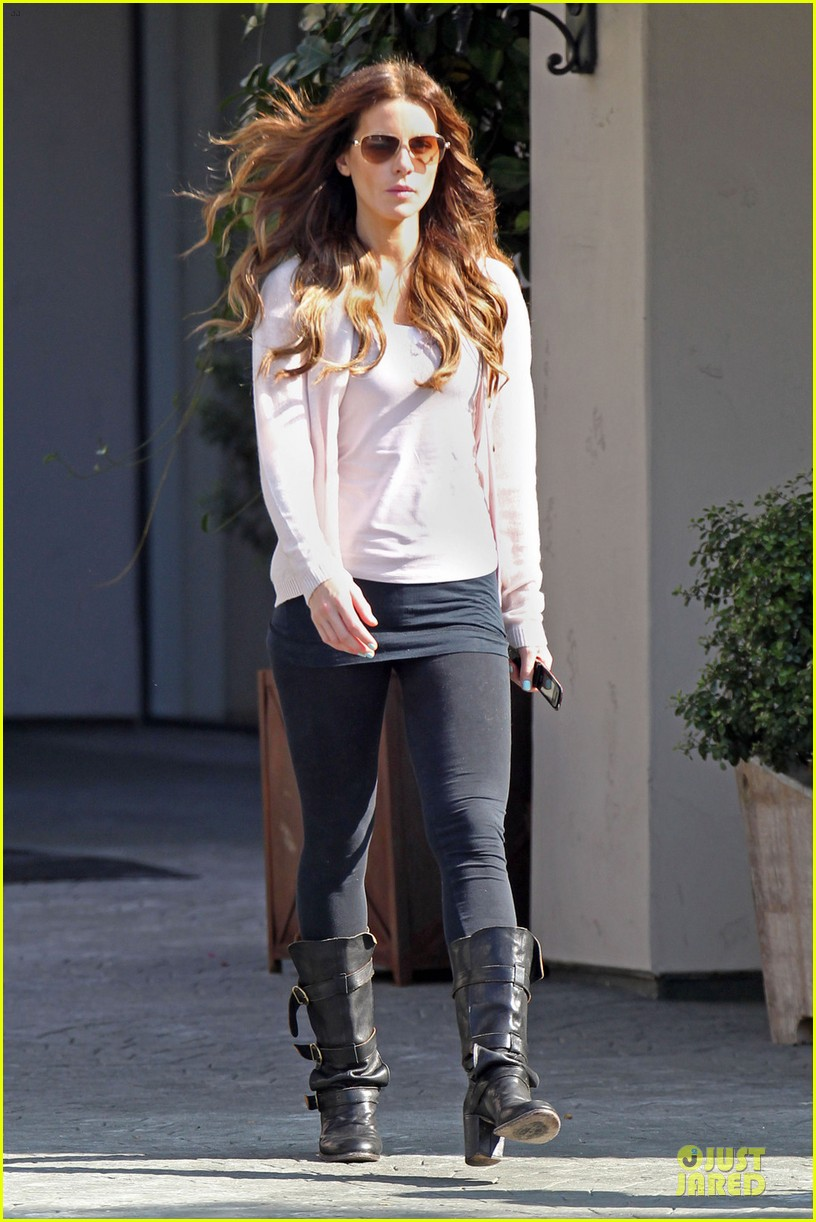 kate beckinsale office building meeting in los angeles 01