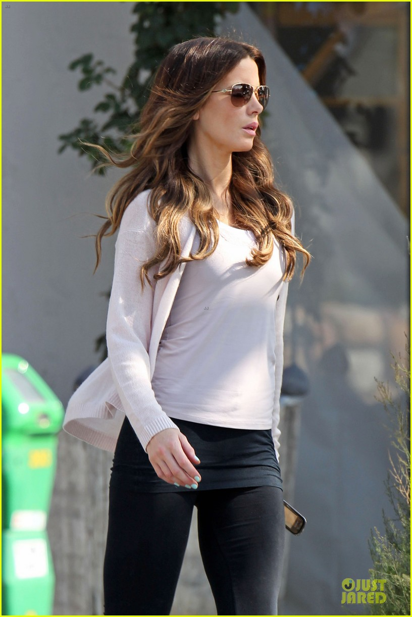 kate beckinsale office building meeting in los angeles 04