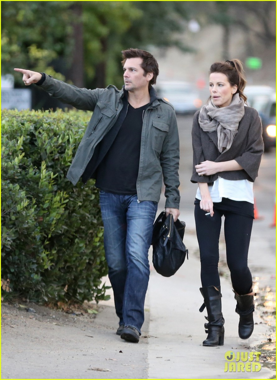 kate beckinsale family football game 05
