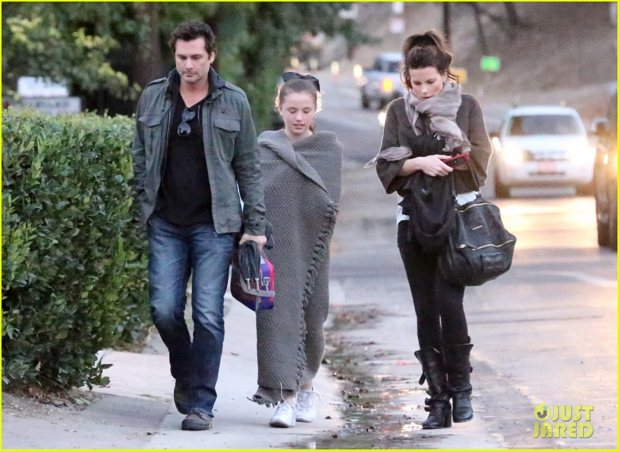 kate beckinsale family football game 112755289