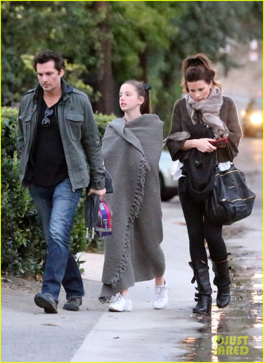 kate beckinsale family football game 132755291