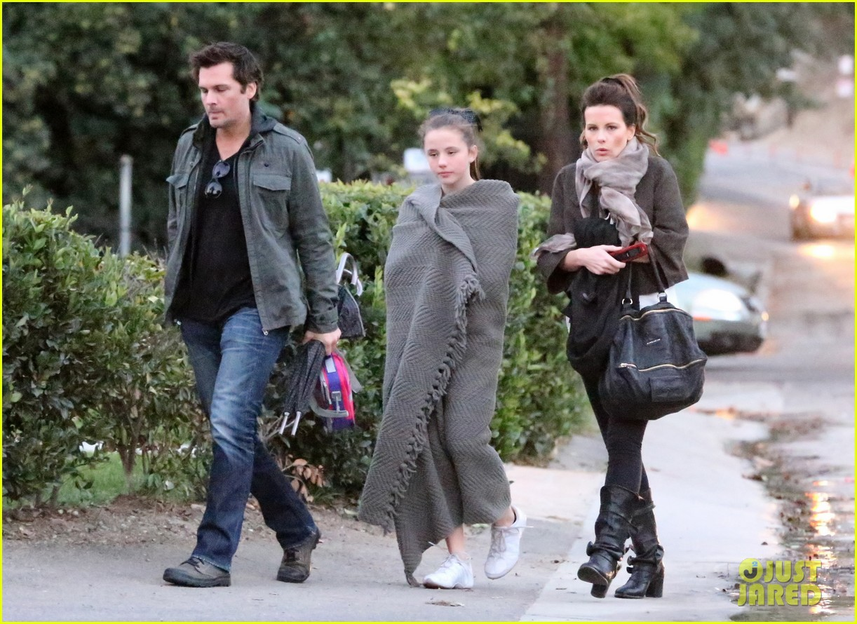 kate beckinsale family football game 142755292