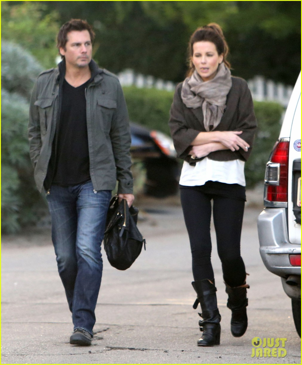 kate beckinsale family football game 152755293