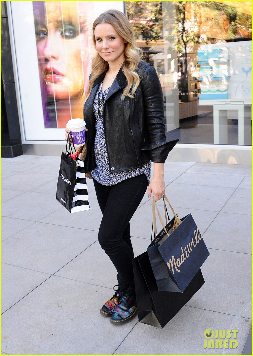 kristen bell debuts tiny baby bump 072751659