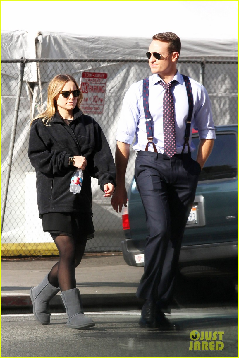 kristen bell baby bump cover up on house of lies set 032762855