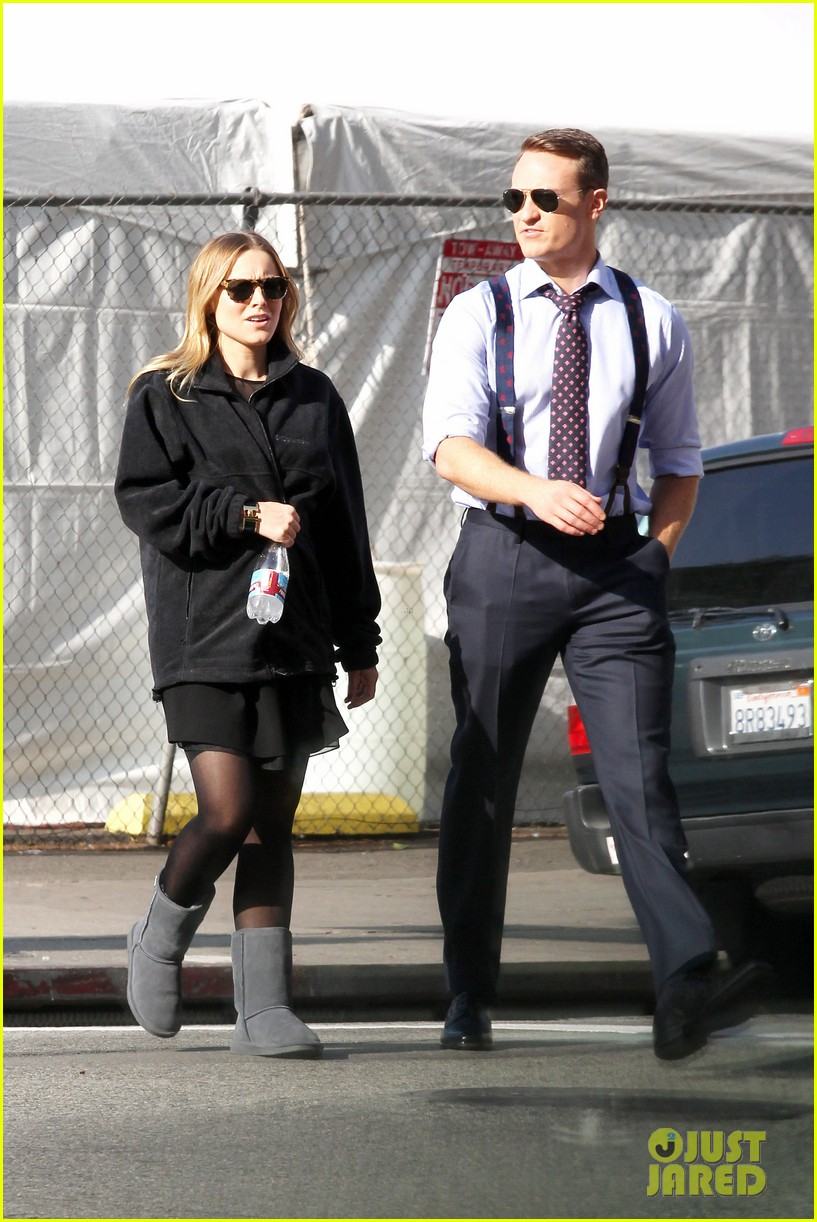kristen bell baby bump cover up on house of lies set 052762857