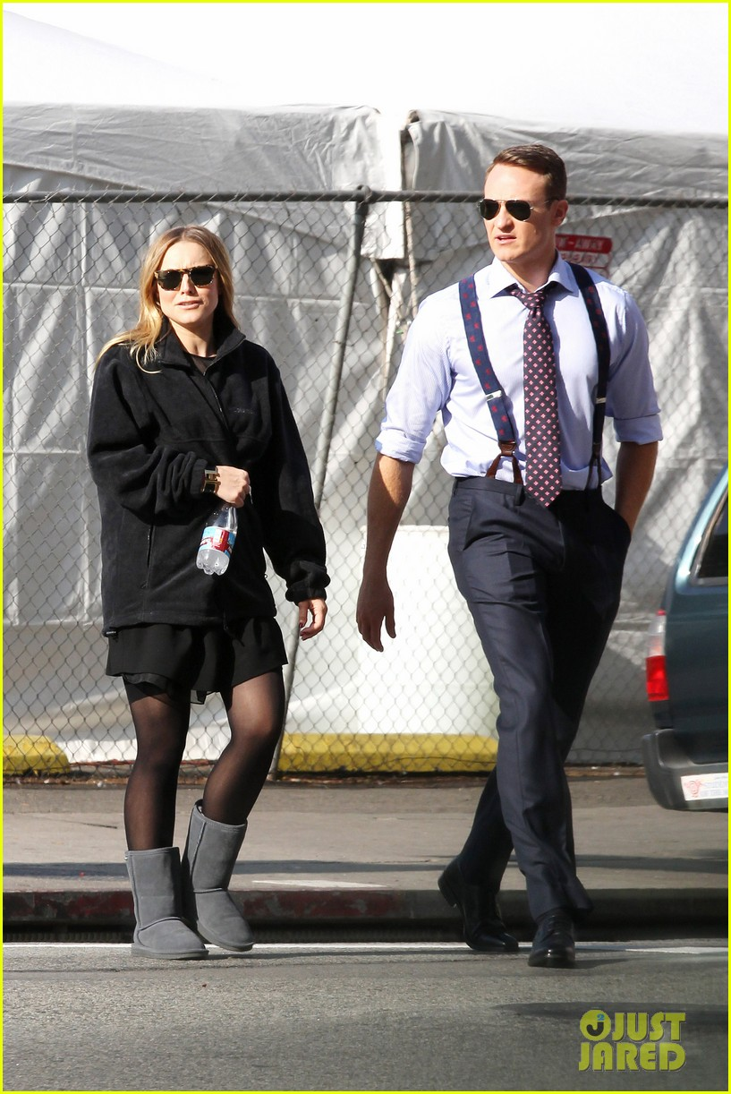 kristen bell baby bump cover up on house of lies set 062762858