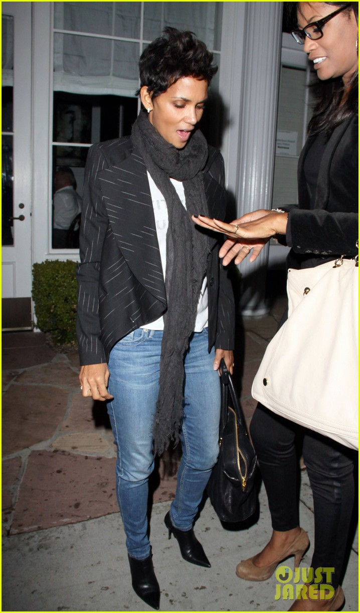 halle berry osterio drago dinner date with her gals 012754233
