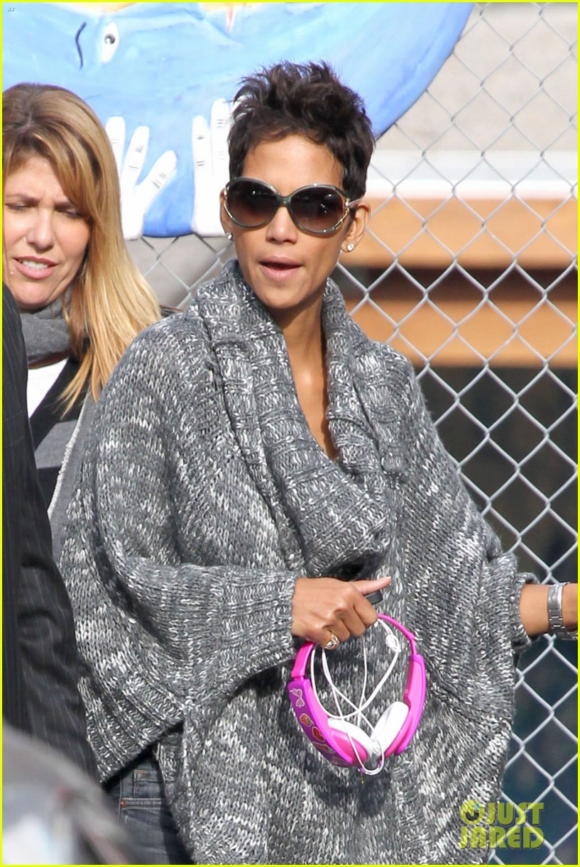 halle berry drops nahla off at school 022764672