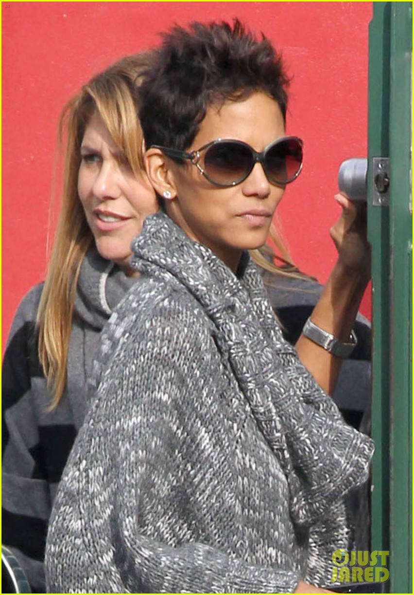 halle berry drops nahla off at school 062764676