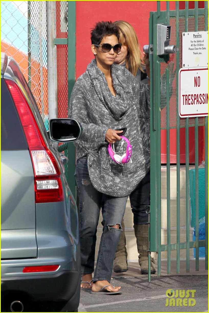 halle berry drops nahla off at school 082764678