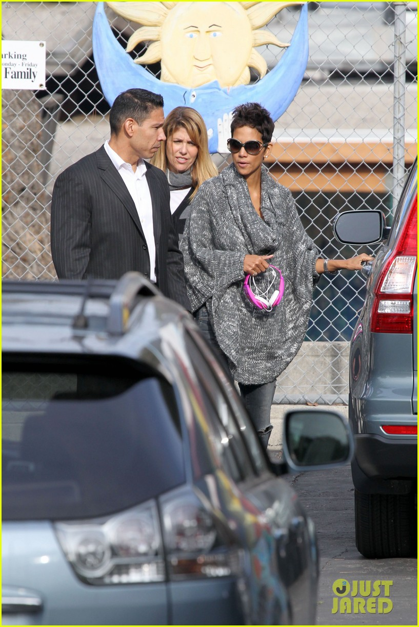 halle berry drops nahla off at school 09