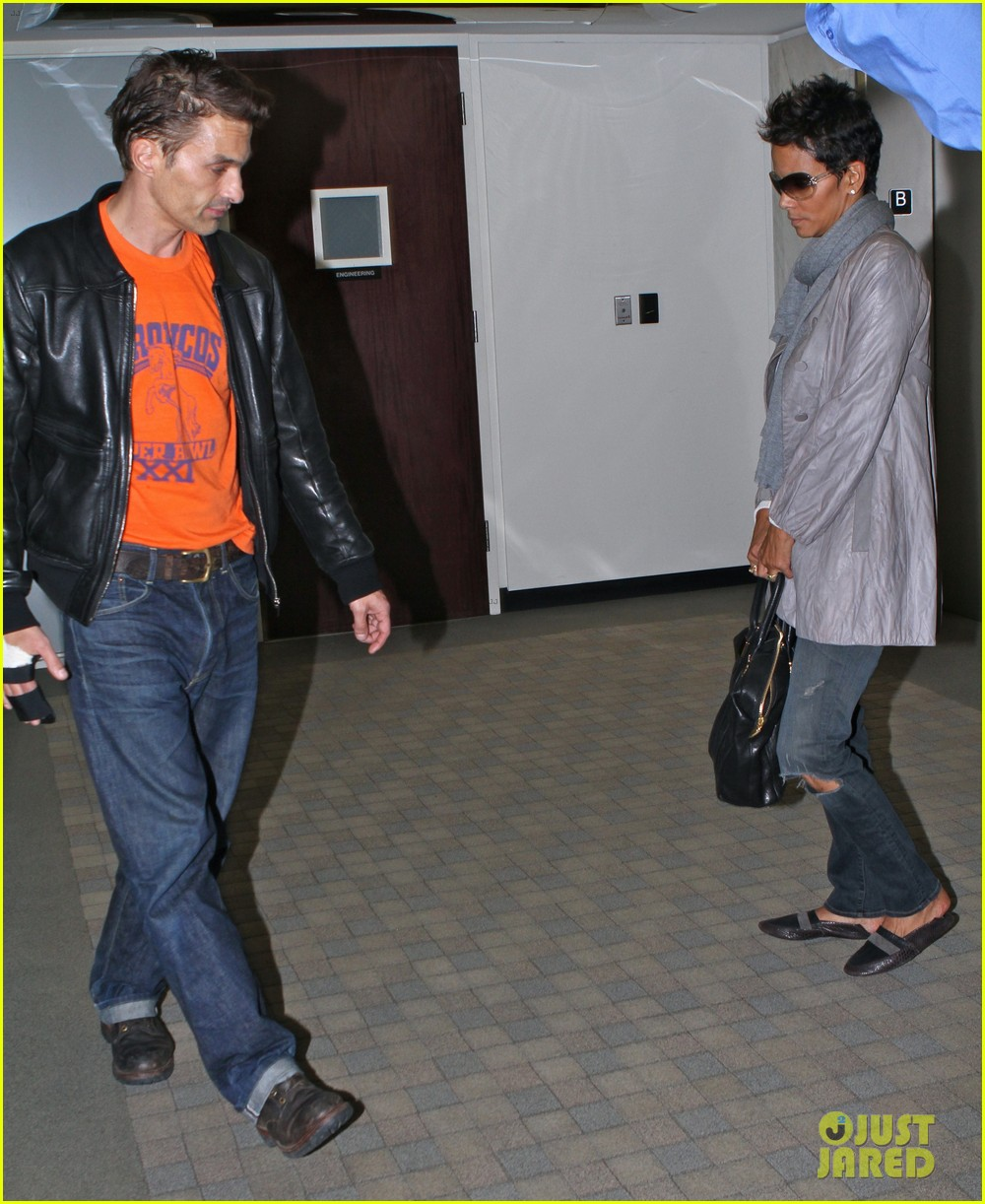 halle berry olivier martinez lawyer visit 012765141