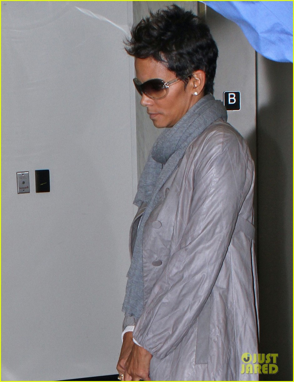 halle berry olivier martinez lawyer visit 032765143