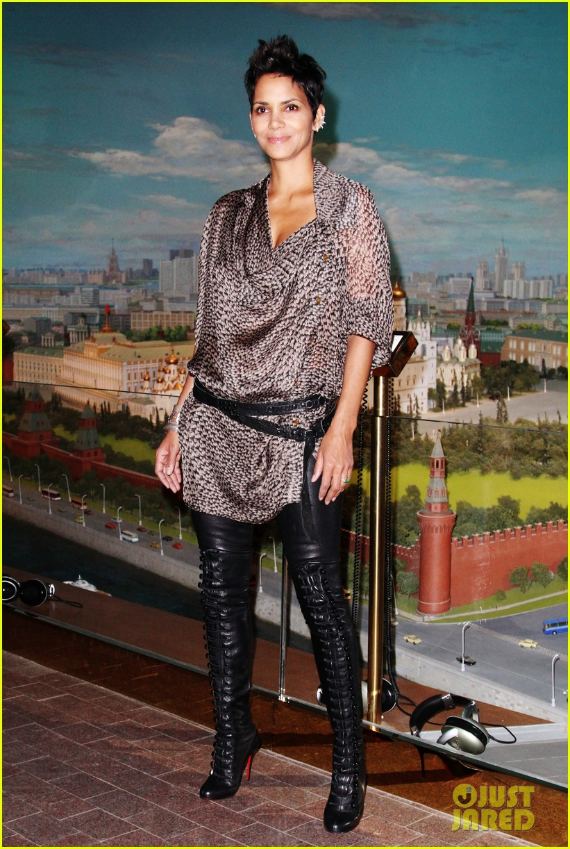 halle berry cloud atlas moscow premiere photo call 012749783